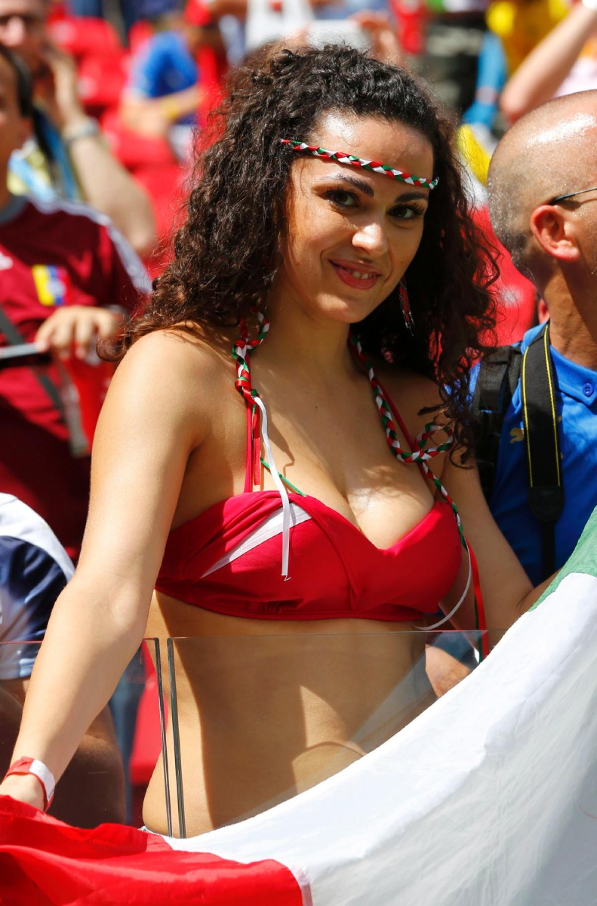 world-cup-hottest-fans-11