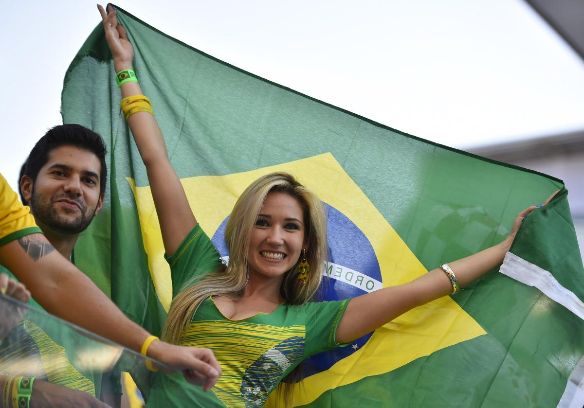 world-cup-hottest-fans-20