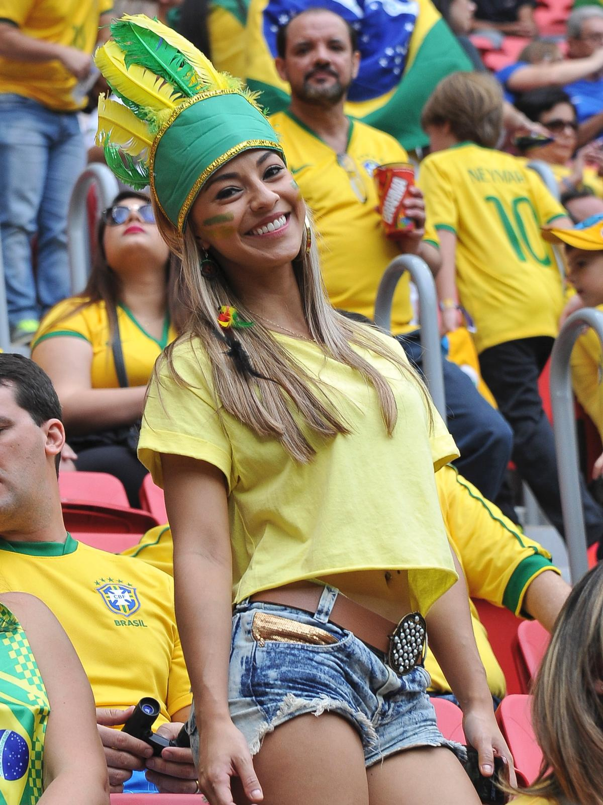 world-cup-hottest-fans-9